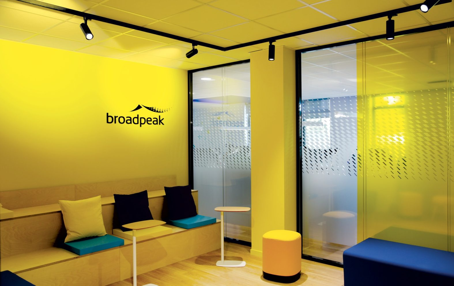 Landeau Création Broadpeak signalétique
