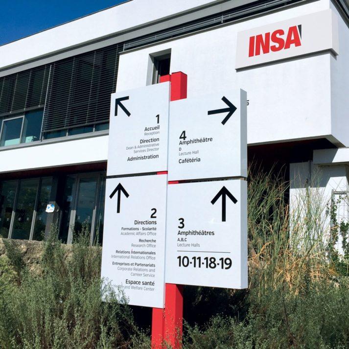 Landeau Création INSA photo signalétique totem directionnel