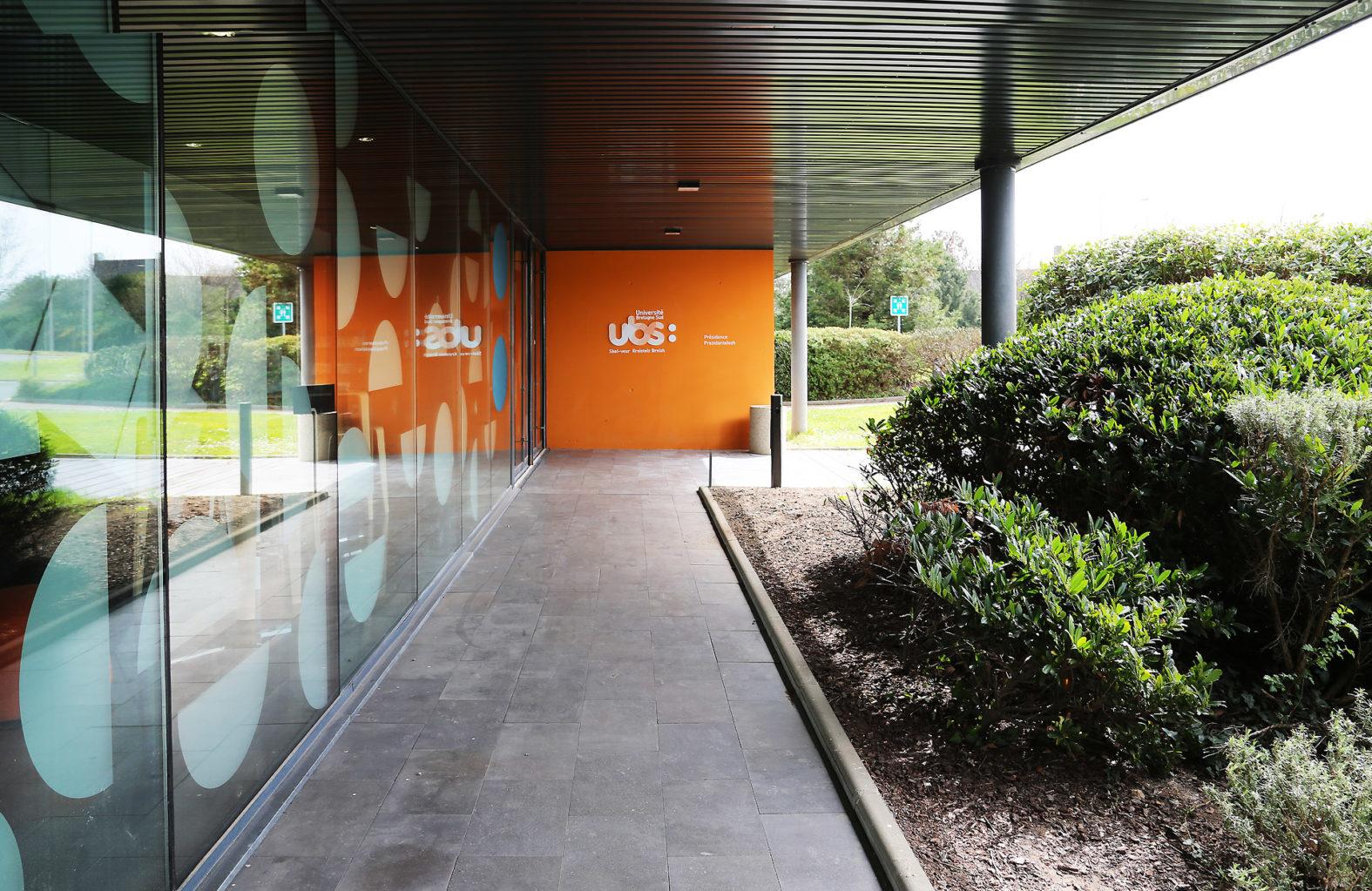 Landeau Création UBS PHOTO REALISATION SIGNALETIQUE